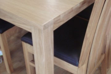 Extending Table & 6 Slatted Chairs
